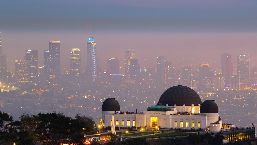 Griffith Observatory showing landscape views, an observatory and a city