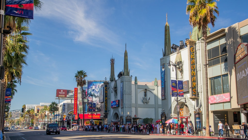 TCL Chinese Theatre which includes street scenes