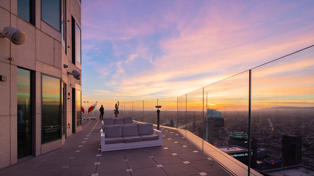 OUE Skyspace LA featuring views, a city and a sunset
