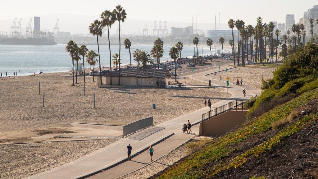 City Beach which includes general coastal views and a beach