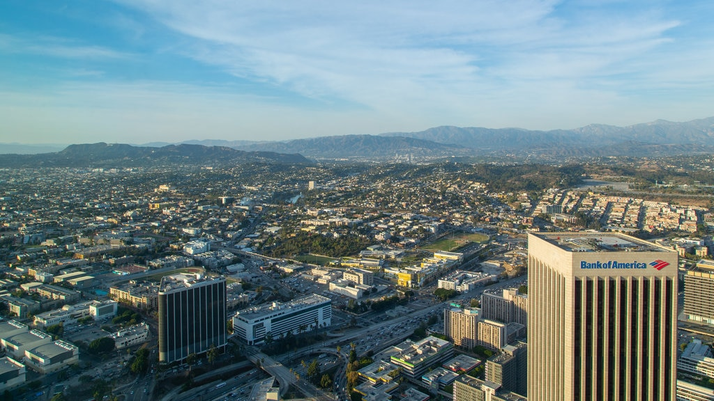 OUE Skyspace LA which includes a city and landscape views