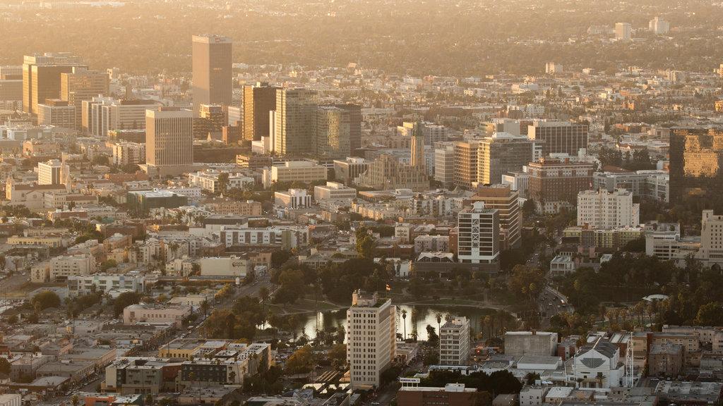 OUE Skyspace LA featuring landscape views, a city and a sunset