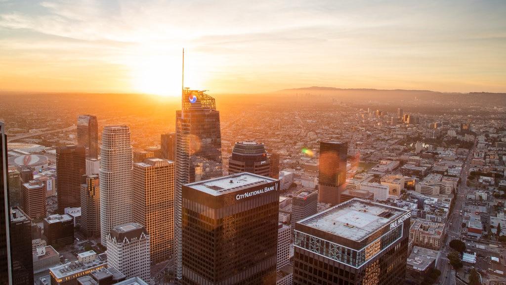 OUE Skyspace LA which includes landscape views, a city and a sunset