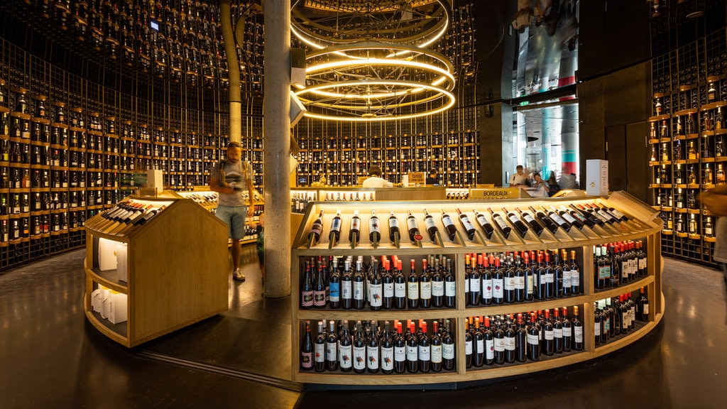 The City of Wine showing a bar, interior views and drinks or beverages