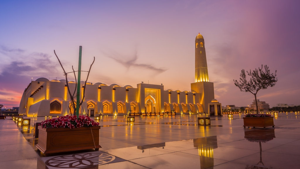 Imam Muhammad ibn Abd al-Wahhab Mosque showing a sunset, heritage architecture and a square or plaza