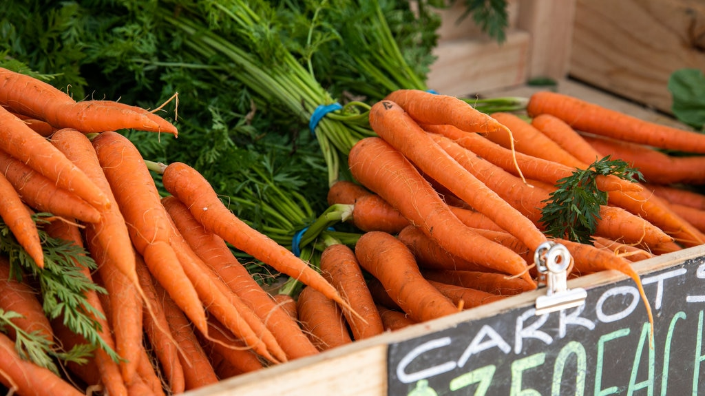Barossa Farmers Market which includes markets and food