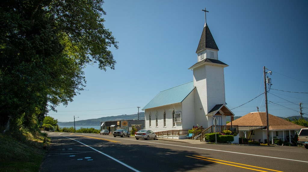Bay City featuring a church or cathedral
