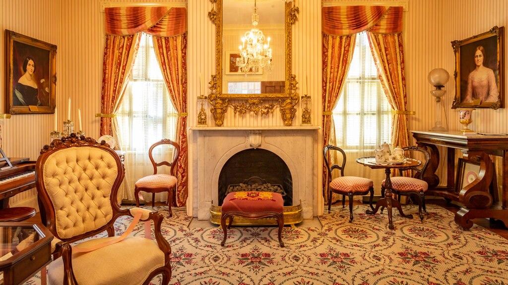 Cannonball House ofreciendo vistas interiores, elementos del patrimonio y una casa