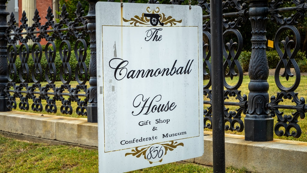 Cannonball House mostrando señalización