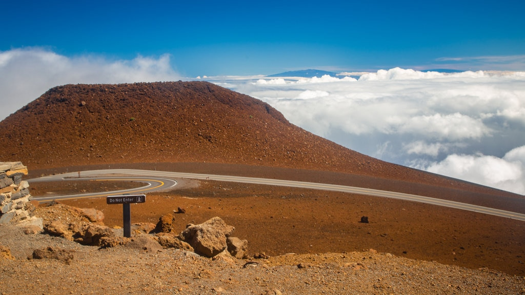 Haleakala National Park which includes desert views and mountains