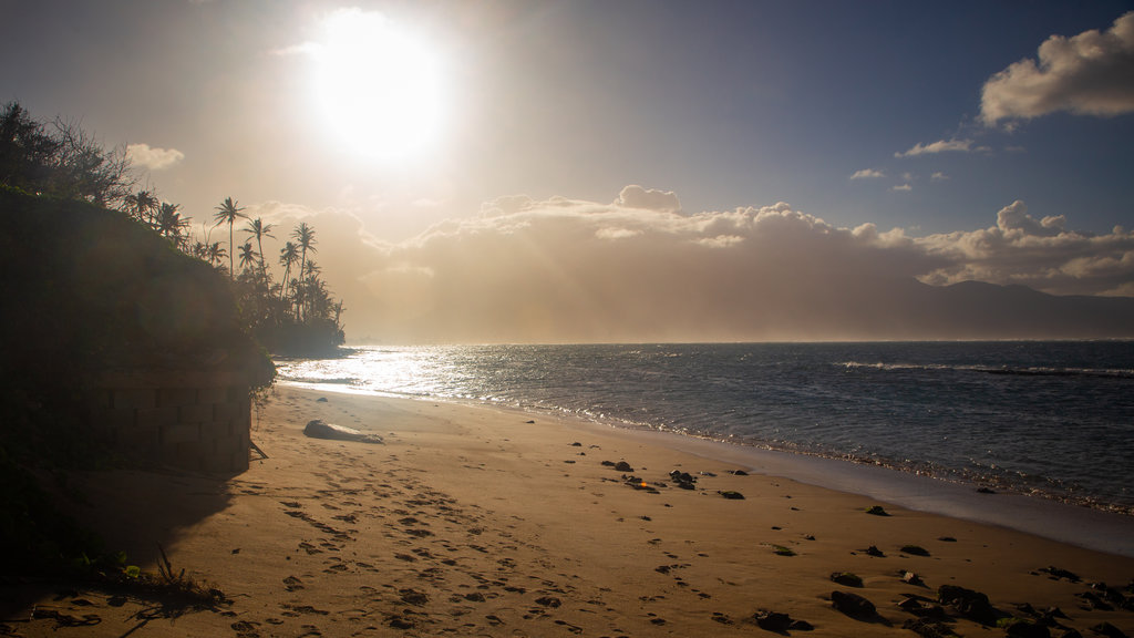 Kahului showing general coastal views, a sandy beach and a sunset
