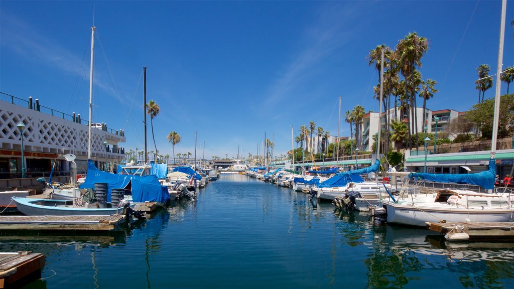 Redondo Beach showing a bay or harbor