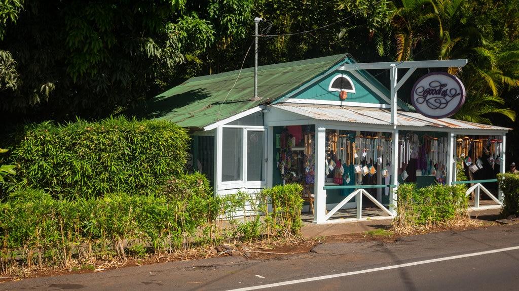 Makawao que incluye una pequeña ciudad o pueblo y señalización