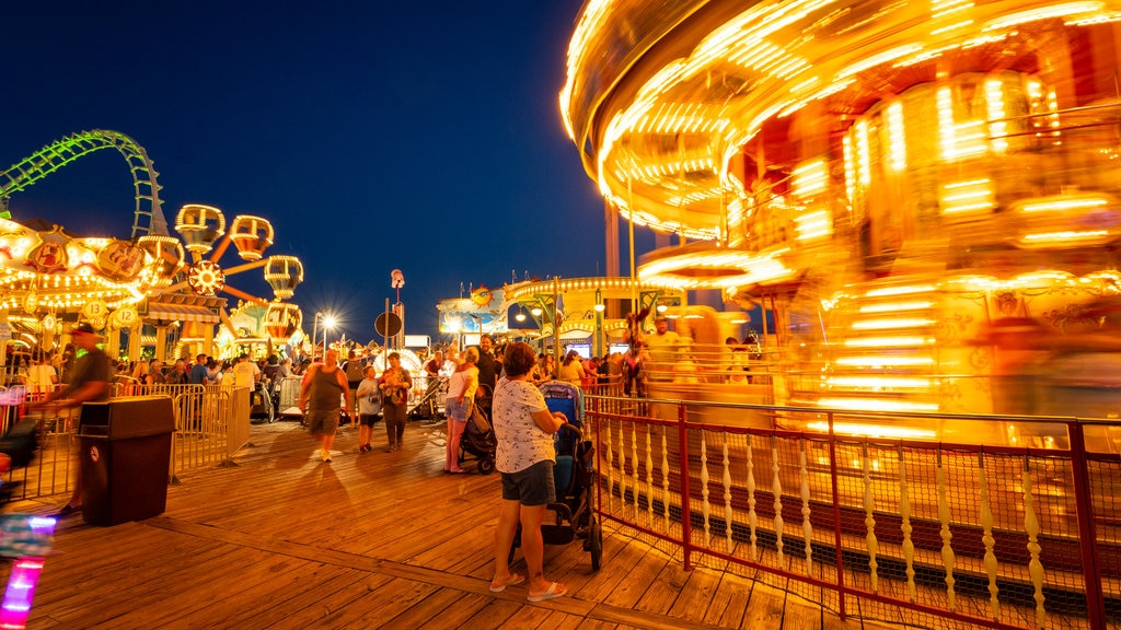 Mariner\'s Pier showing night scenes and rides as well as a large group of people