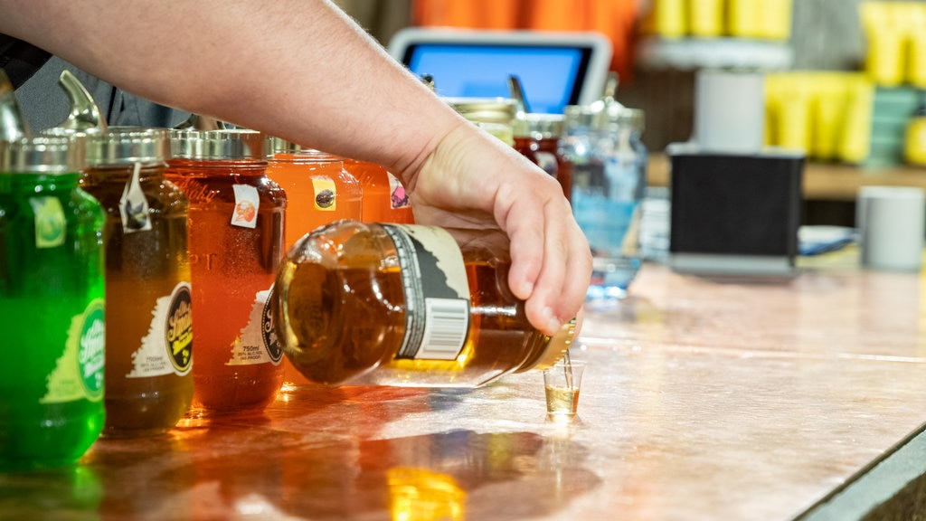 Ole Smoky Moonshine Distillery featuring drinks or beverages