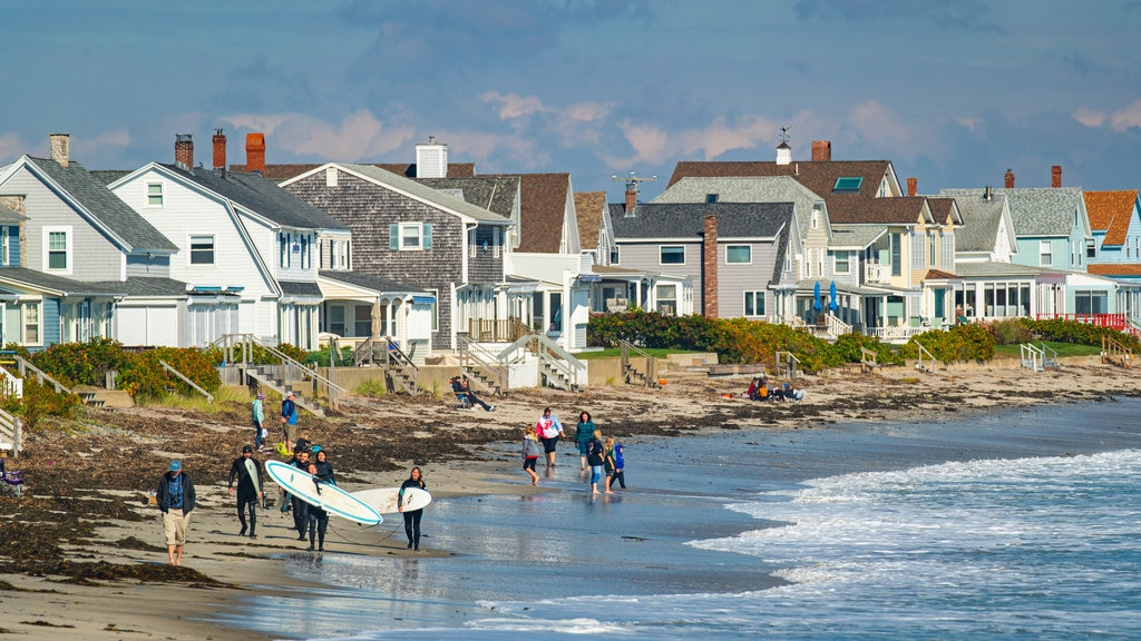Wells which includes a coastal town, general coastal views and surfing