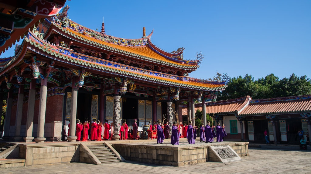 Taipei Confucius Temple showing performance art, a temple or place of worship and heritage architecture