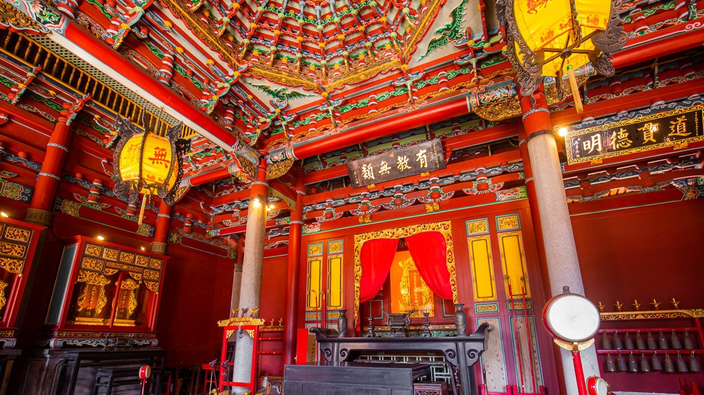 Taipei Confucius Temple showing heritage elements, interior views and a temple or place of worship