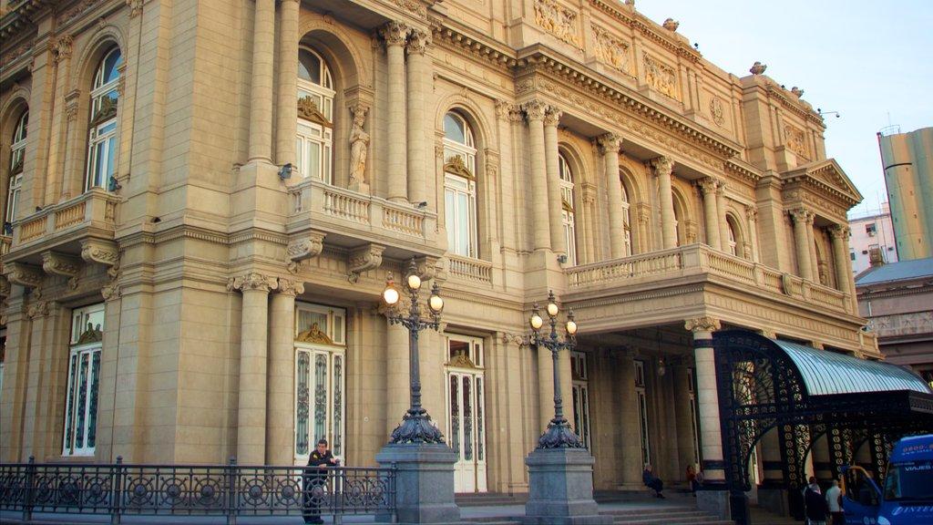 Teatro Colón mostrando patrimonio de arquitectura
