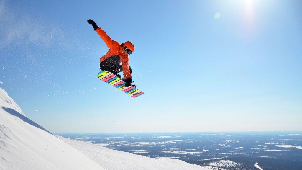 ユッラス スキー リゾート フィーチャー 山々, スノー ボーディング と 夕焼け