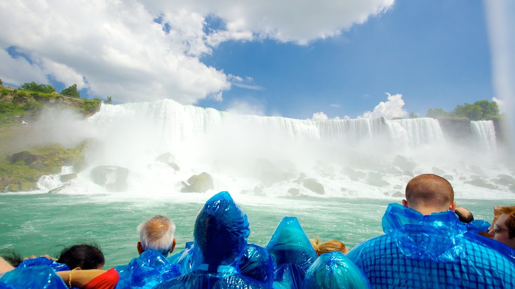 Maid of the Mist which includes a cascade, mist or fog and views