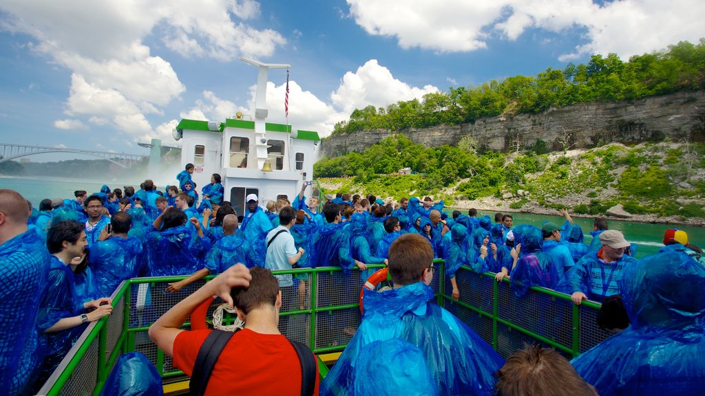 Maid of the Mist featuring views as well as a large group of people