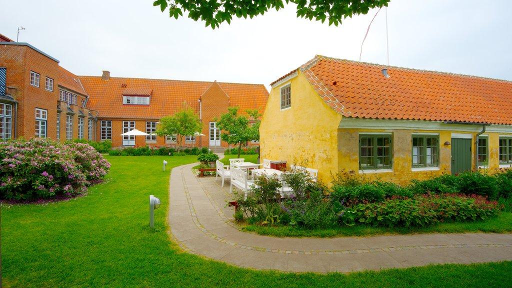 Skagens Museum showing a garden