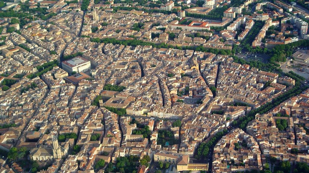 Aix-en-Provence which includes a city