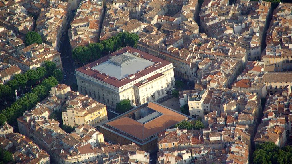 Aix-en-Provence featuring a city and landscape views