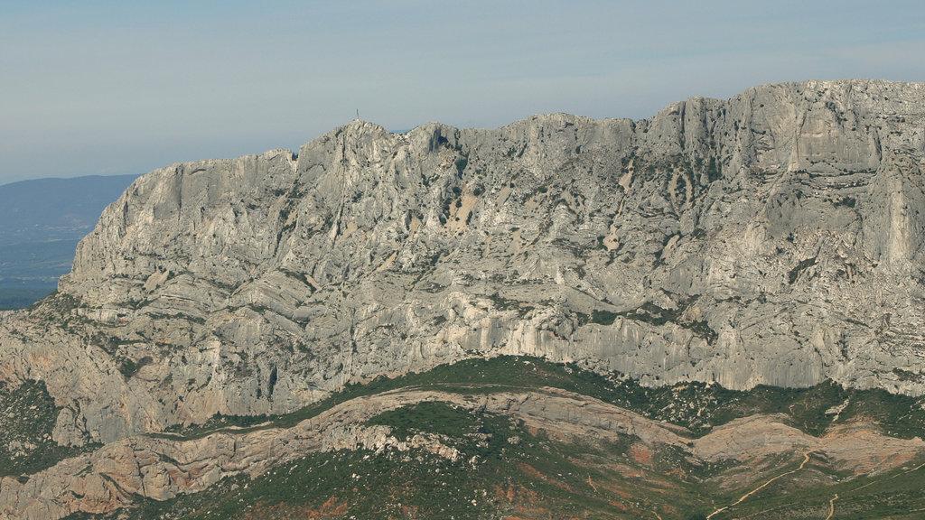 Aix-en-Provence featuring mountains
