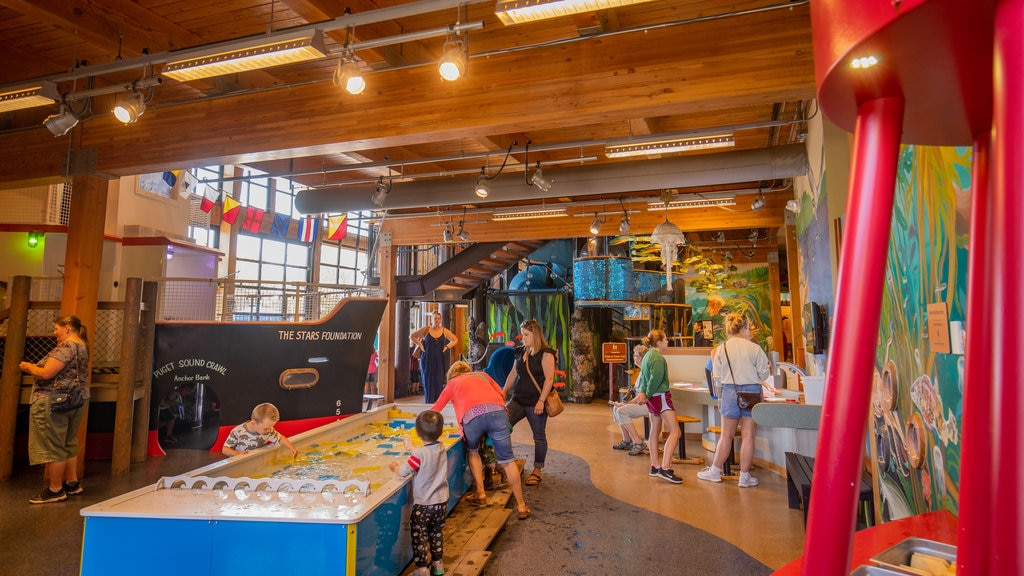 Hands On Children\'s Museum showing interior views as well as a family