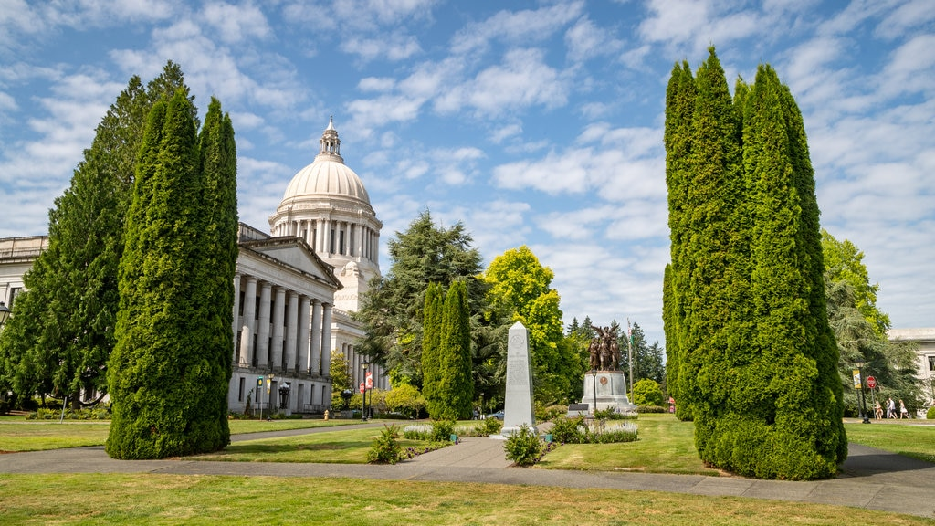 Washington State Capitol featuring heritage architecture, an administrative buidling and a park