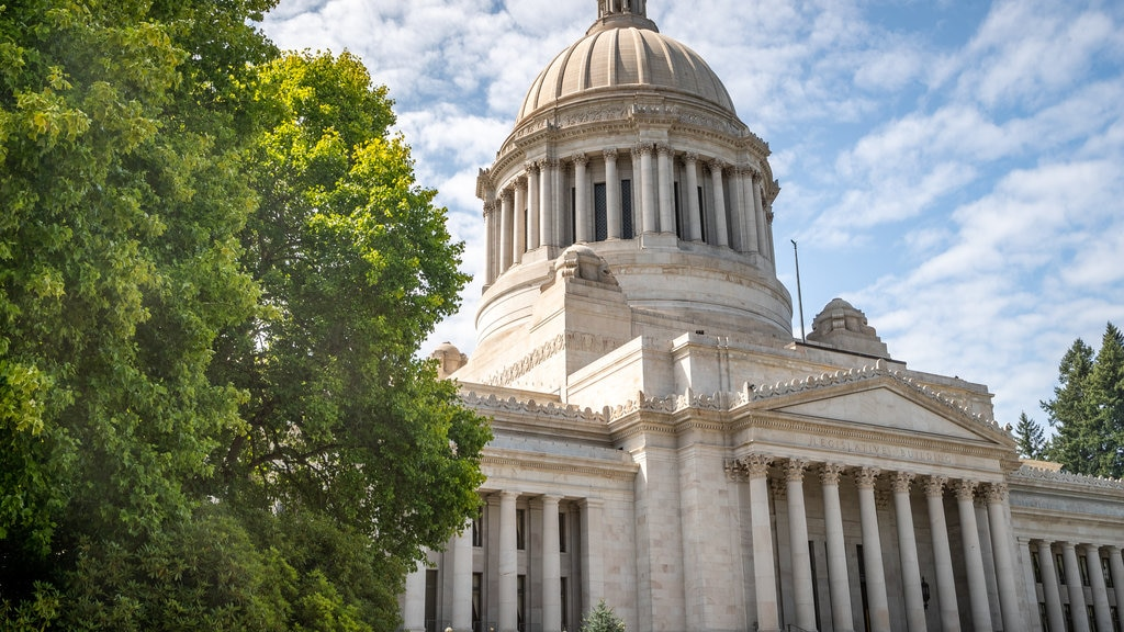 Washington State Capitol showing heritage architecture and an administrative buidling
