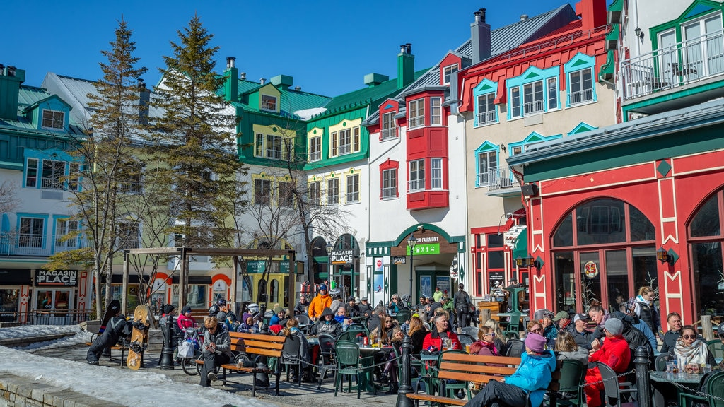 Mont-Tremblant Pedestrian Village showing street scenes and outdoor eating as well as a large group of people