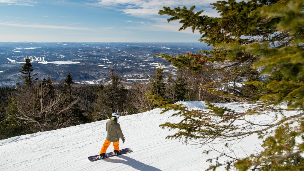 Mont-Tremblant which includes landscape views, snow boarding and snow