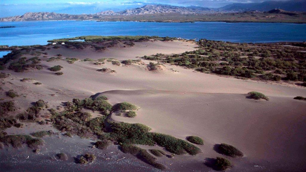 Barahona presenterar landskap, kustutsikter och tropisk natur