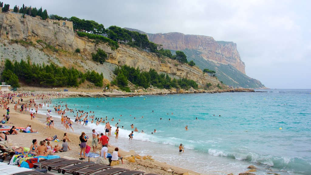 Cassis showing a sandy beach, landscape views and rugged coastline