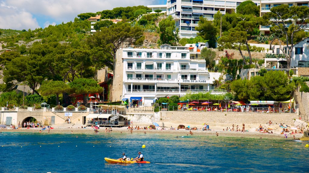 Cassis which includes a luxury hotel or resort, a beach and kayaking or canoeing