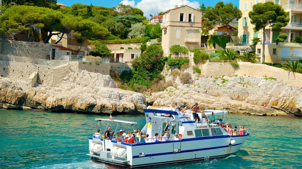 Cassis showing boating, a coastal town and rocky coastline