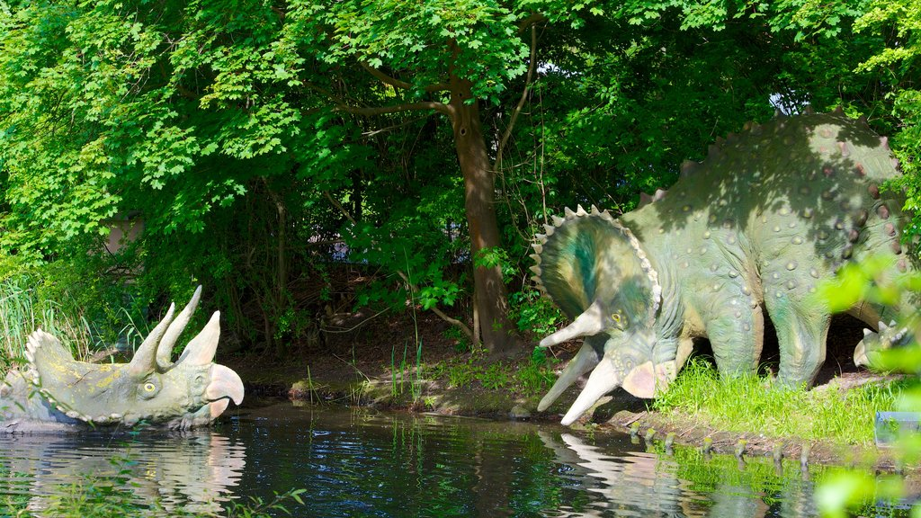 Hagenbeck Zoo showing a statue or sculpture and zoo animals