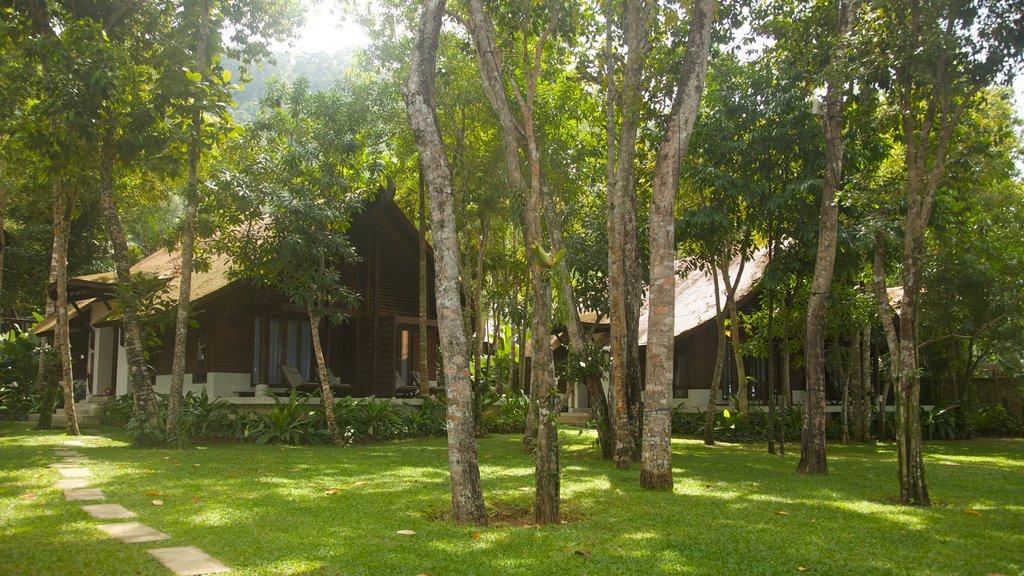 Ao Phra Nang Beach showing a garden and a house