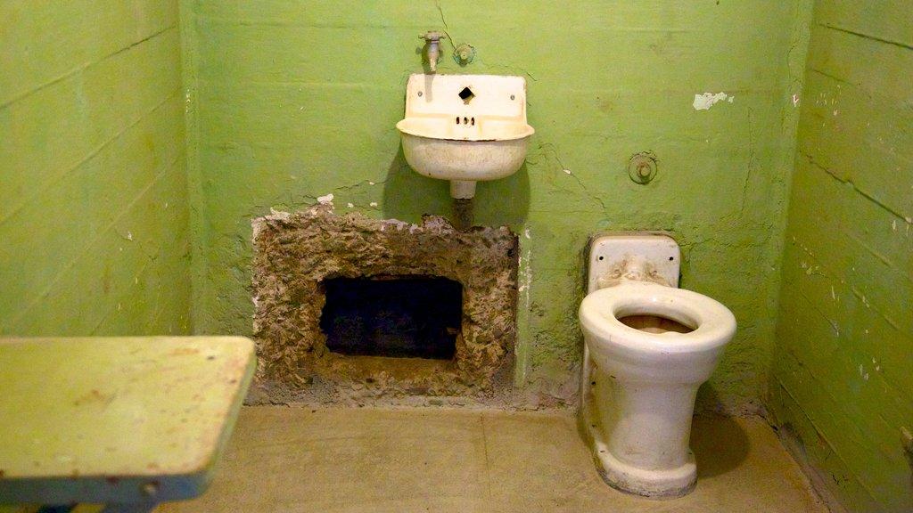 Alcatraz Island caracterizando elementos de patrimônio e vistas internas