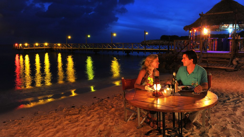 Willemstad ofreciendo vistas, una playa y comer al aire libre