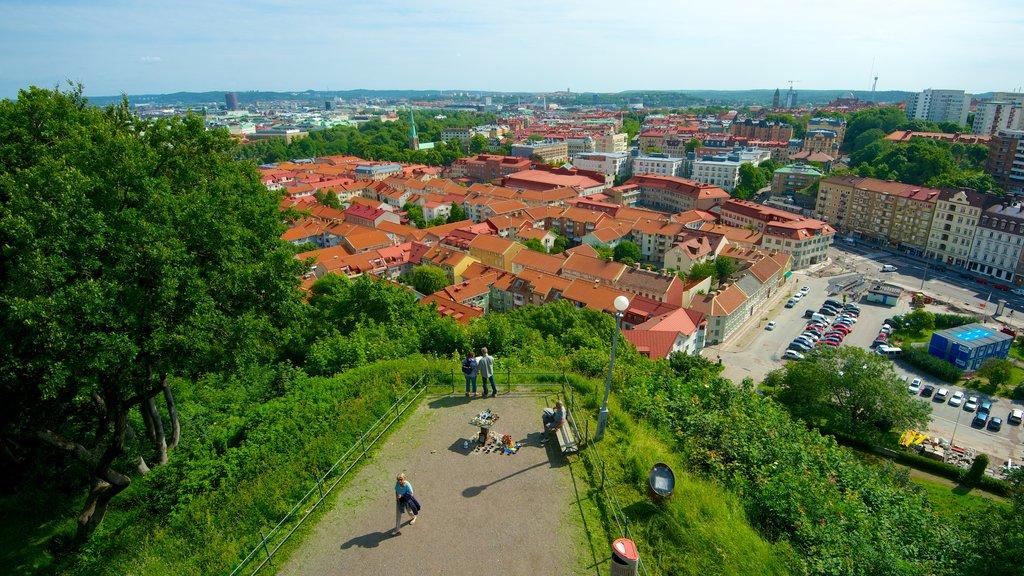 Skansen Kronan mostrando una ciudad, vistas y un parque