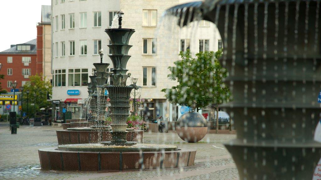 Plaza Gustav Adolf mostrando una ciudad, una fuente y un parque o plaza