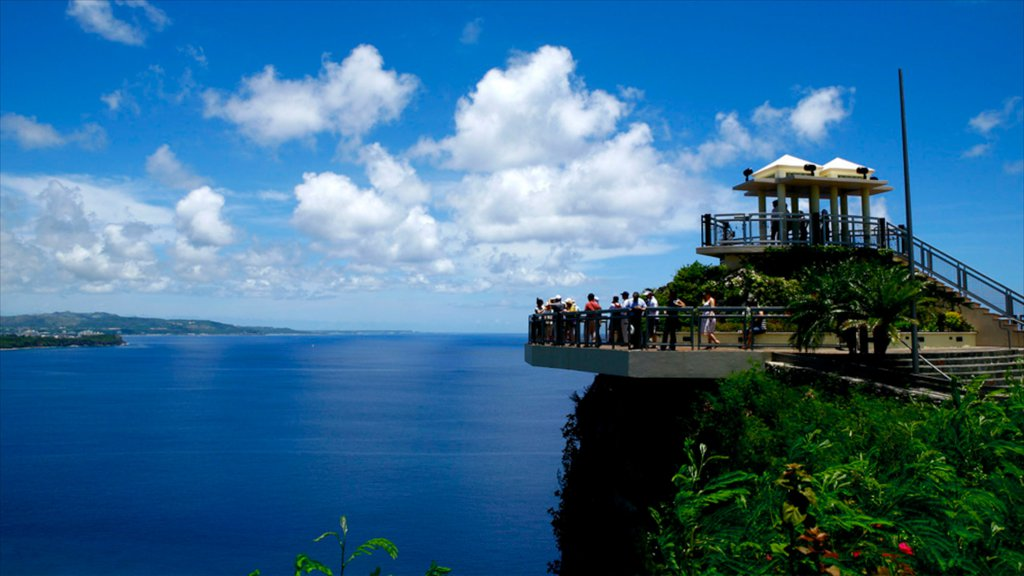 Two Lovers Point showing general coastal views and views