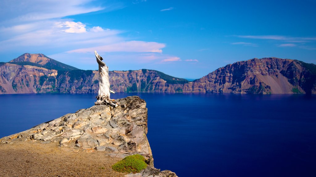 Crater Lake National Park featuring a lake or waterhole, landscape views and mountains