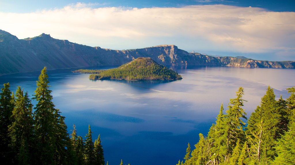 Crater Lake National Park showing island images, mountains and landscape views