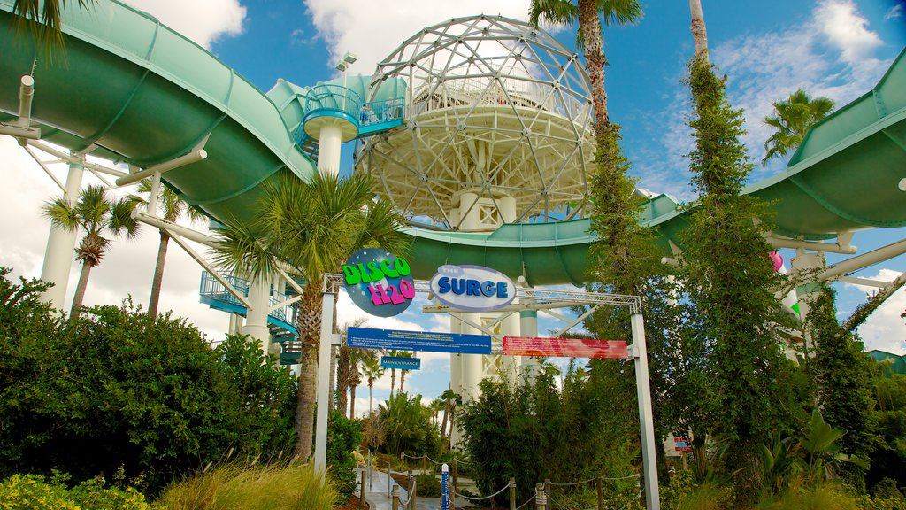 Wet \'n Wild featuring signage and a waterpark