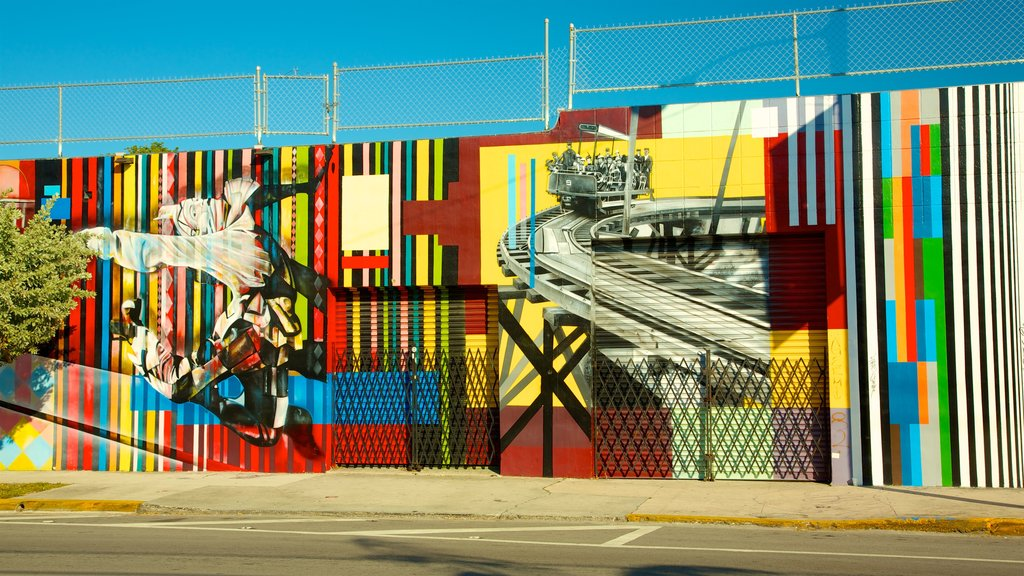 Wynwood Art District showing street scenes and outdoor art